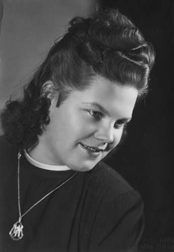 1946 Hildegard Hennenberg nee Hohenleitner