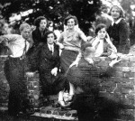 L to R: unknown man, Karola Hennenberg, Sabina Bochner, unknown woman, unknown (blurred) man, Ita Hennenberg, unknown woman